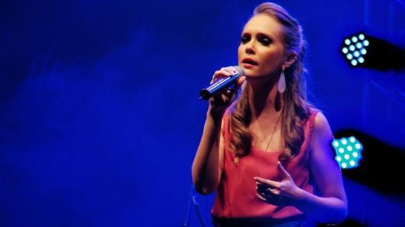 A cantora ribeirão-pretana Gabriela Francheck abriu o show para Gilberto Gil na Feira do Livro de 2013