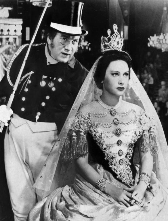 Peter Ustinov and Martine Carol inÊMax OphŸls' LOLA MONTéS (1955